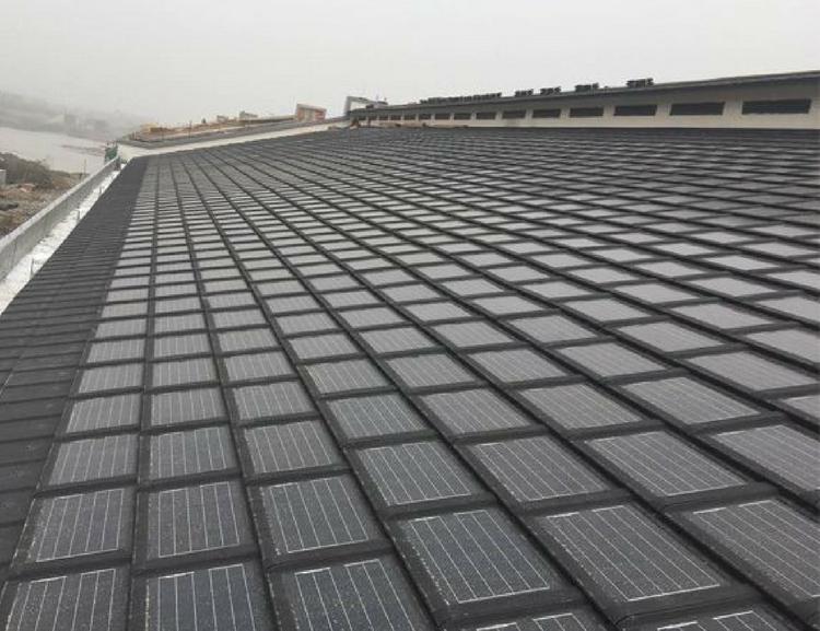Zonnedakpan in plaats van zonnepanelen waarom dubocasa - Van schaduw dak ...